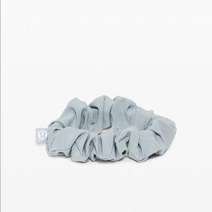 New Lululemon Uplifting Scrunchie Blue Cast